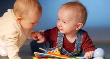 از چه زمانی نوزاد به یک انسان اجتماعی تبدیل میشود؟