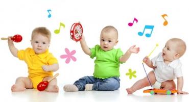 کودکان دوست دارند سر و صدا تولید کنند