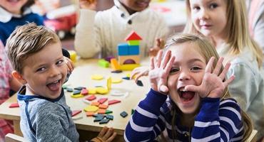 آموزش درست ارتباط برقرار کردن به کودکان پیش دبستانی